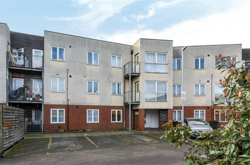 1 Bedroom Flat for sale in Archibald Close, Enfield, Greater London