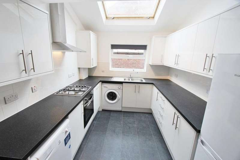 5 Bedrooms House for rent in Rusholme Place, Rusholme, Manchester, M14