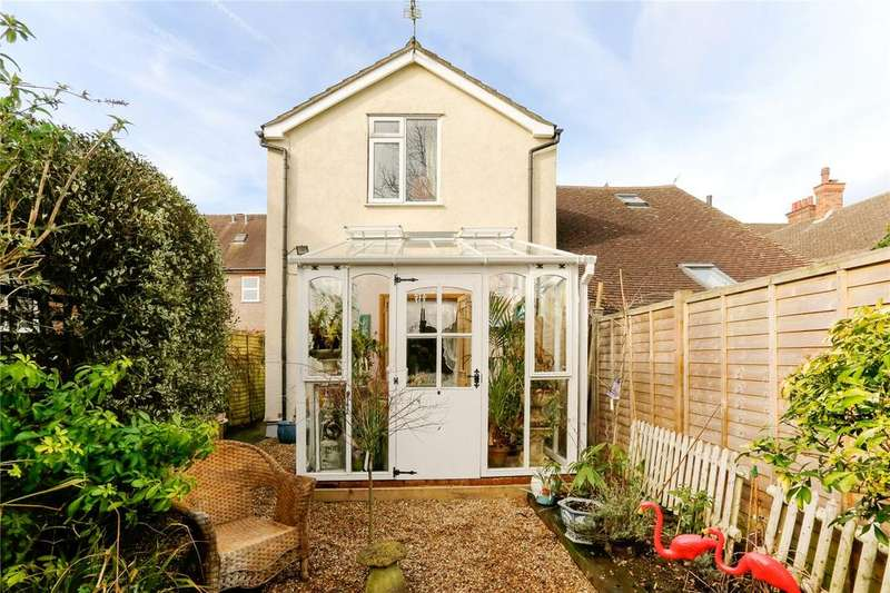 2 Bedrooms Maisonette Flat for sale in Bois Lane, Chesham Bois, Amersham, Buckinghamshire, HP6