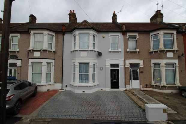 3 Bedrooms Terraced House for sale in Ladysmith Avenue, Ilford, Greater London, IG2 7AY