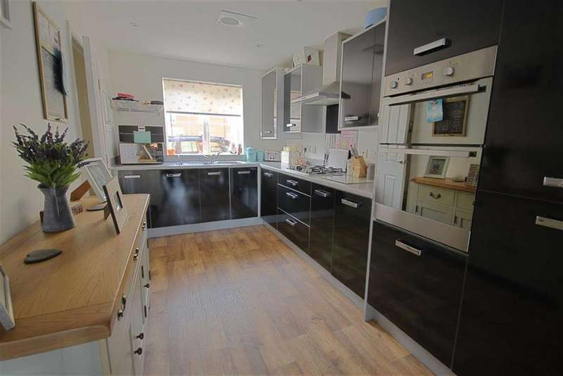3 Bedrooms Town House for sale in Gainsborough Road, Tewkesbury, Gloucestershire