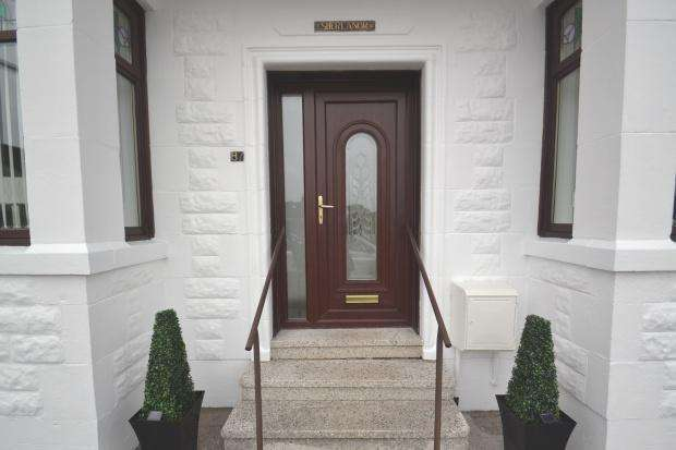 3 Bedrooms Bungalow for rent in Mulben Crescent, Crookston, G53