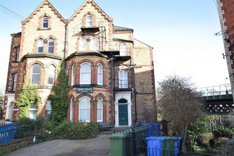 2 Bedrooms Semi Detached House for sale in Grosvenor Road, Scarborough, North Yorkshire