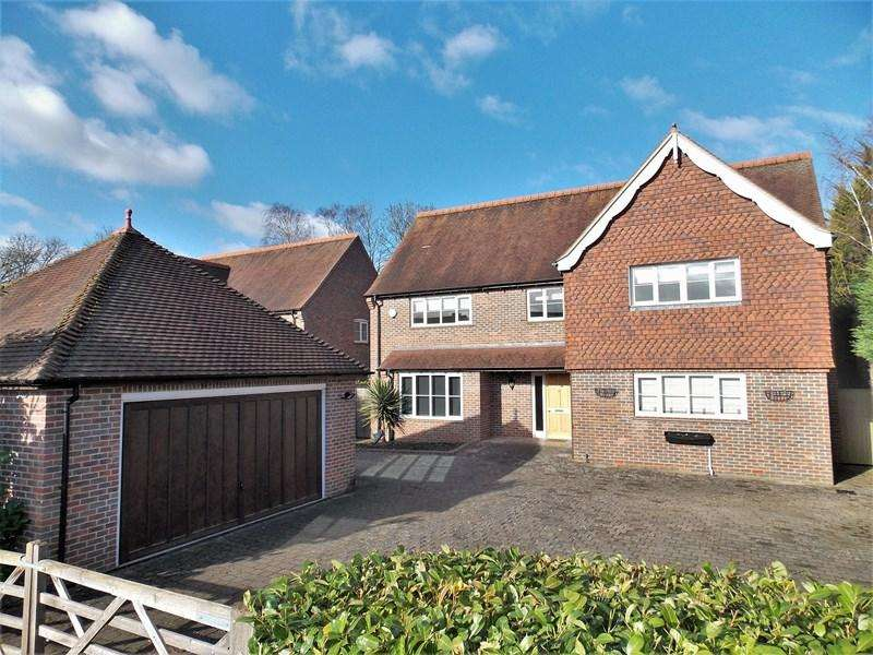 5 Bedrooms Detached House for sale in Mill Lane, Calcot, Reading
