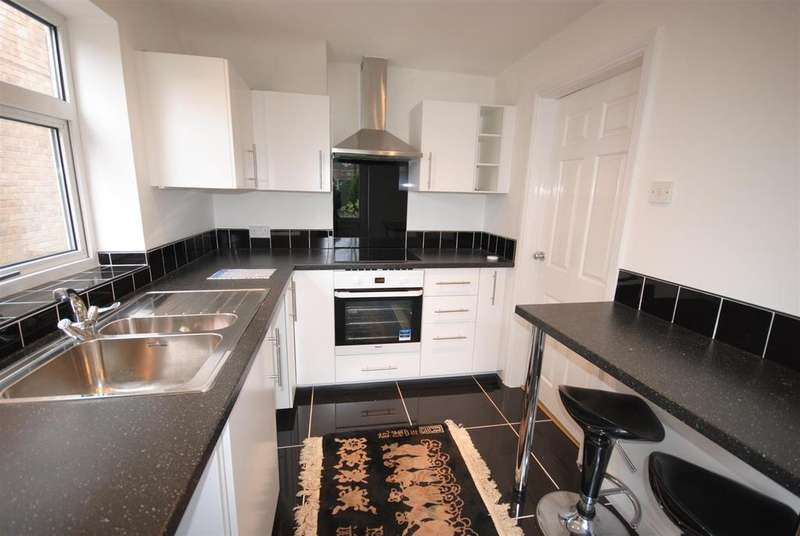 3 Bedrooms Detached House for sale in Carr Lane, Wigan
