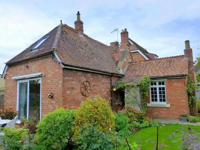 2 Bedrooms Semi Detached House for sale in The Midlands, Holt