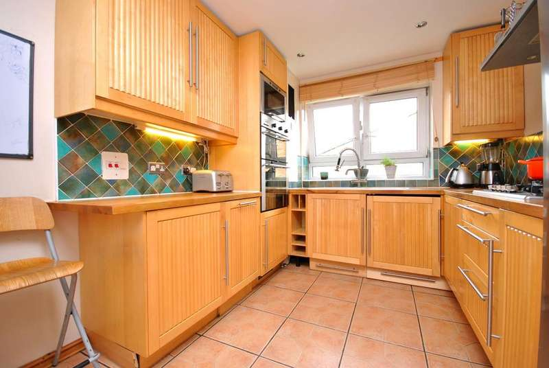 3 Bedrooms Flat for sale in Salisbury Close Walworth SE17