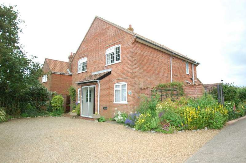 3 Bedrooms Detached House for sale in Mundesley Road, Paston