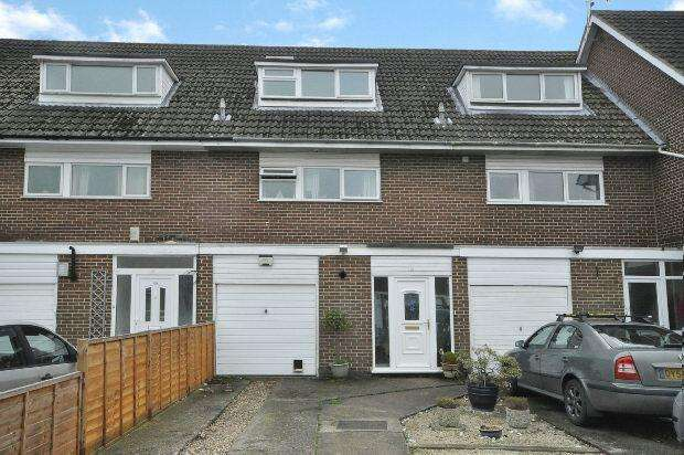 3 Bedrooms Terraced House for sale in Bideford Close, Woodley, Reading,