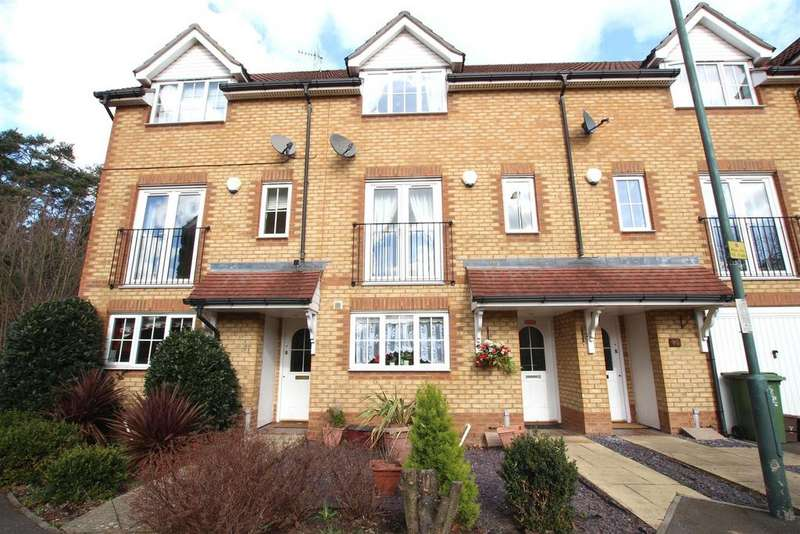 4 Bedrooms Terraced House for sale in Bascombe Grove, Braeburn Park, Crayford,