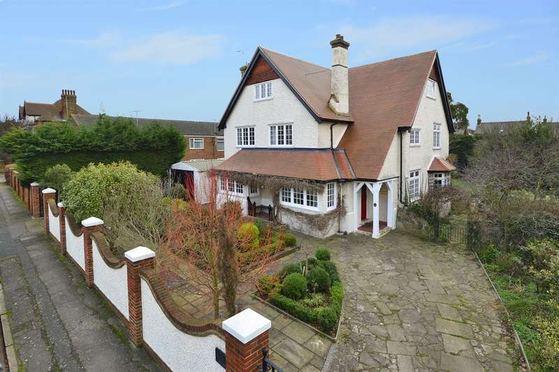6 Bedrooms Detached House for sale in Cecil Park, Herne Bay