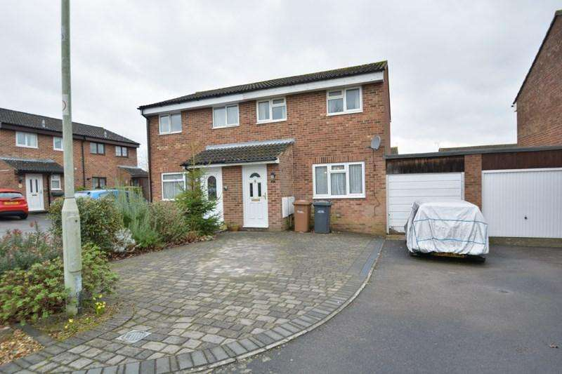 3 Bedrooms Semi Detached House for sale in Poynters Close, Andover