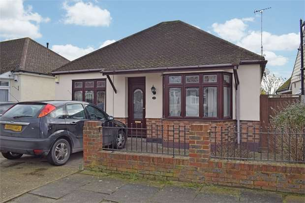 3 Bedrooms Detached Bungalow for sale in Vincent Close, Corringham, Stanford-le-Hope, Essex