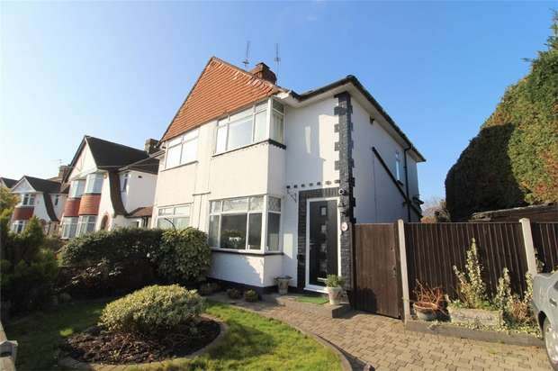 2 Bedrooms Semi Detached House for sale in Linkscroft Avenue, Ashford, Surrey