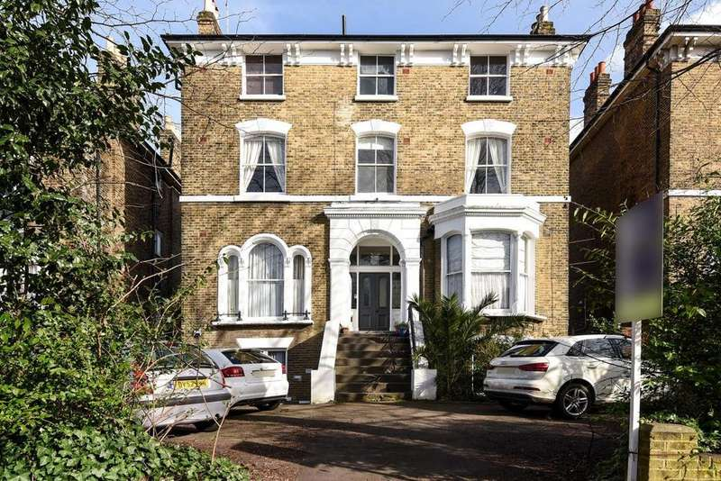 2 Bedrooms Flat for sale in Manor Park, Hither Green, SE13