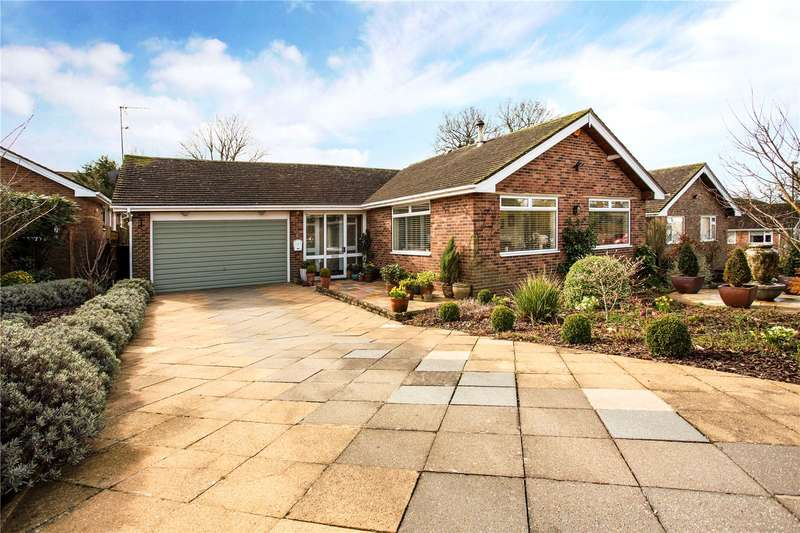 3 Bedrooms Detached Bungalow for sale in Batts Drive, Henfield, West Sussex, BN5