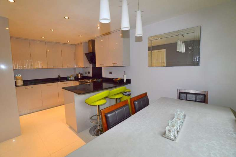 3 Bedrooms End Of Terrace House for sale in Primrose Close, Luton, LU3 1EY
