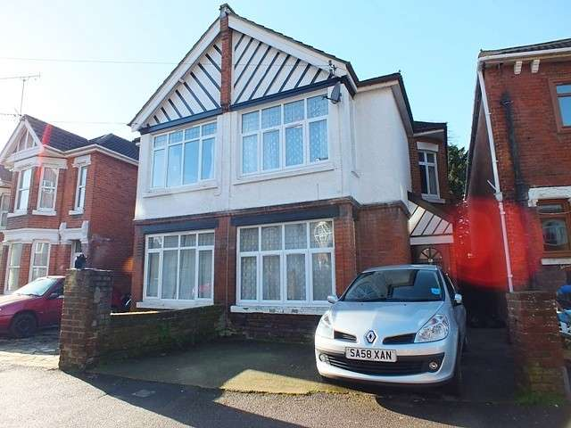 6 Bedrooms House for rent in Polygon