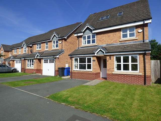 4 Bedrooms Detached House for sale in Montgomery Close, Great Sankey, Warrington