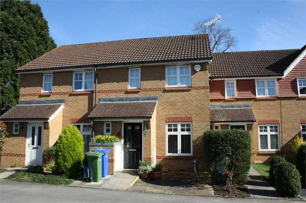 2 Bedrooms Terraced House for sale in Egret Gardens, ALDERSHOT, Hampshire