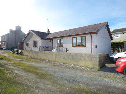 3 Bedrooms Bungalow for sale in South Stack Road, Holyhead, Sir Ynys Mon, LL65