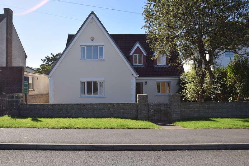 5 Bedrooms Detached Bungalow for sale in 16 Danygraig Avenue, Porthcawl, Bridgend County Borough, CF36 5AA.
