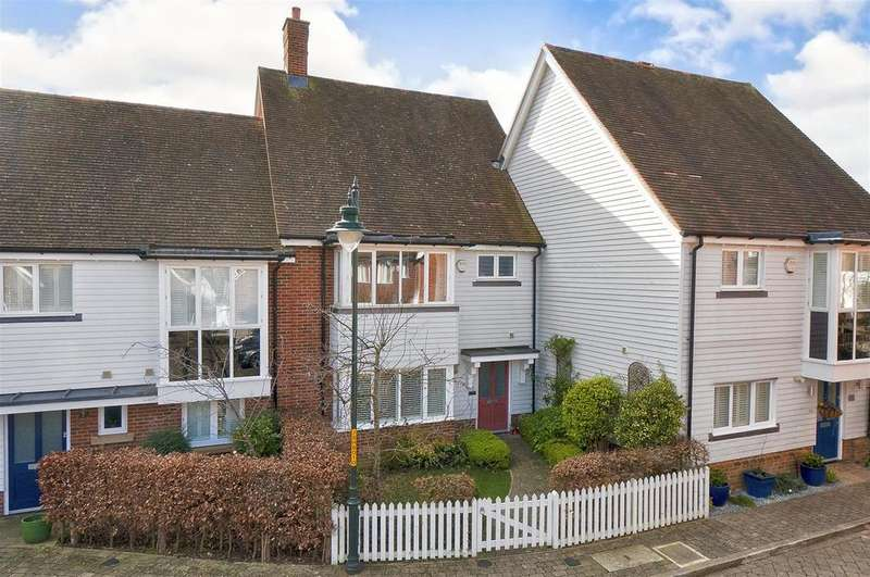 3 Bedrooms Terraced House for sale in Shoesmith Lane, Kings Hill, ME19 4FF