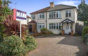 3 Bedrooms Semi Detached House for sale in Valley Drive, Gravesend, Kent, Gravesend