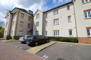 2 Bedrooms Flat for sale in Baxendale Road, Chichester, West Sussex