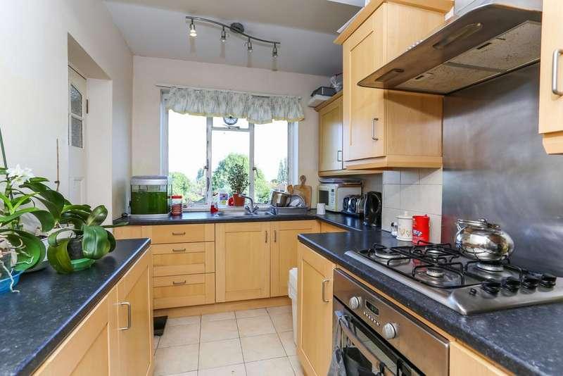 2 Bedrooms Flat for sale in Cresta Court, Hanger Lane, Ealing