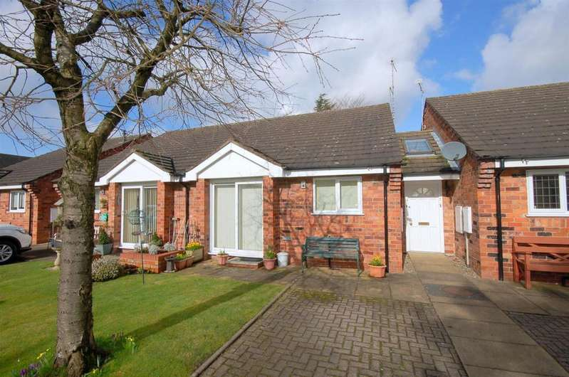 2 Bedrooms Bungalow for sale in St. Andrews Gardens, Alsager