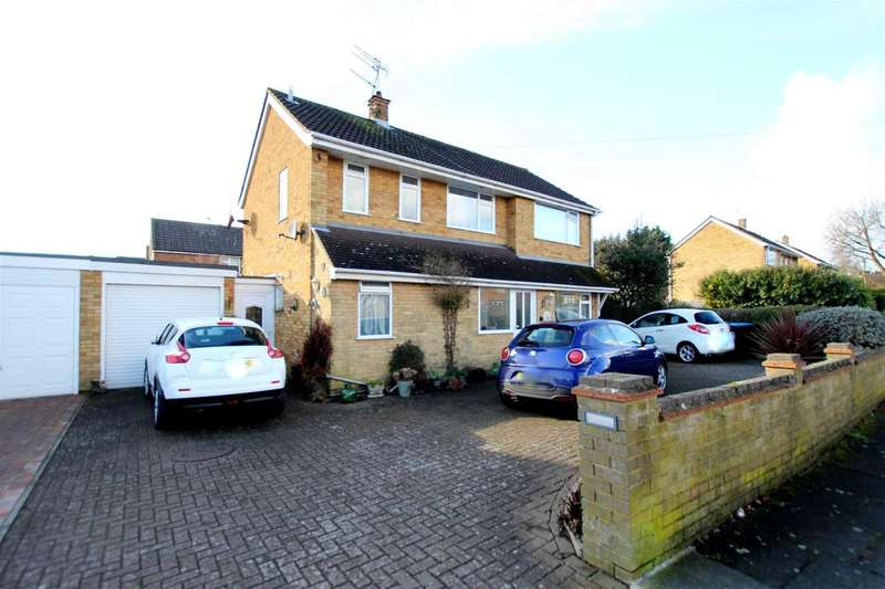 5 Bedrooms Detached House for sale in 4 OR 5 BED DETACHED HOME WITH APPROX 1800 SQ FT IN New Park Drive, Hemel Hempstead