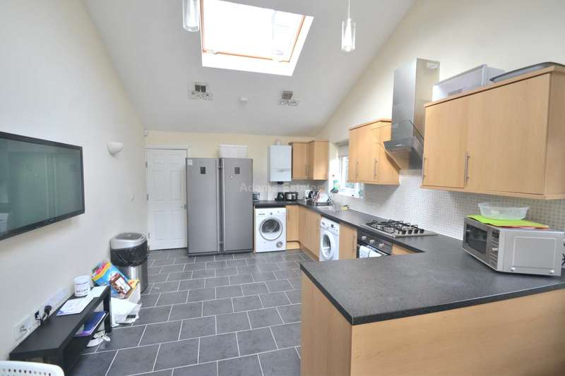 6 Bedrooms Semi Detached House for rent in Culver Road, Reading