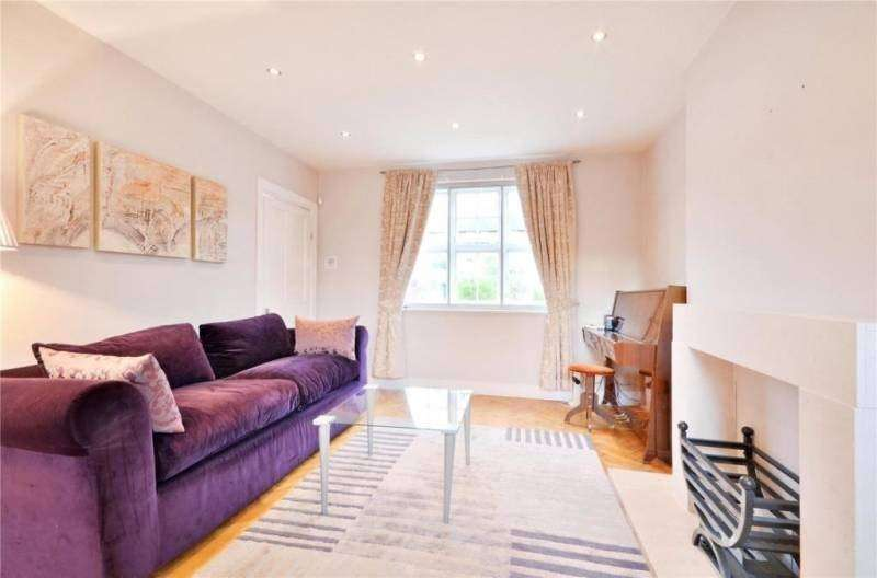 2 Bedrooms Terraced House for sale in Falloden Way, Hampstead