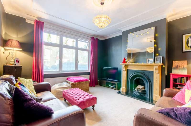 3 Bedrooms House for sale in Wellington Road, Bush Hill Park, EN1