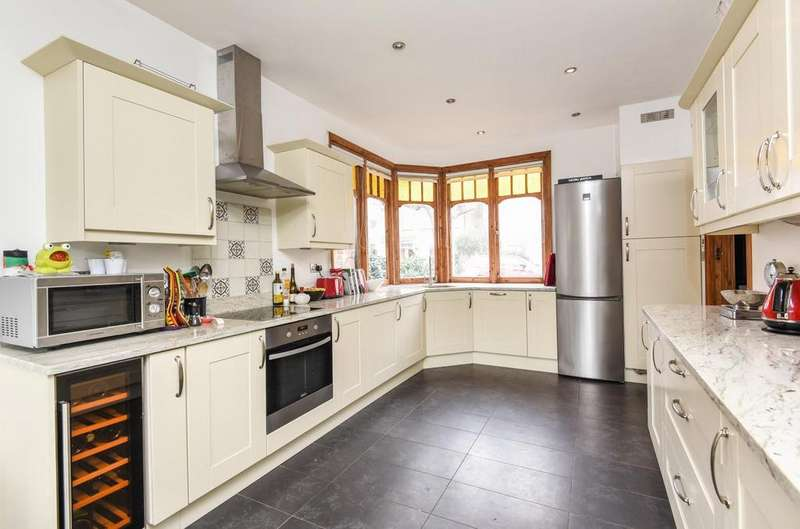 4 Bedrooms Detached House for sale in Shalstone Road, Mortlake