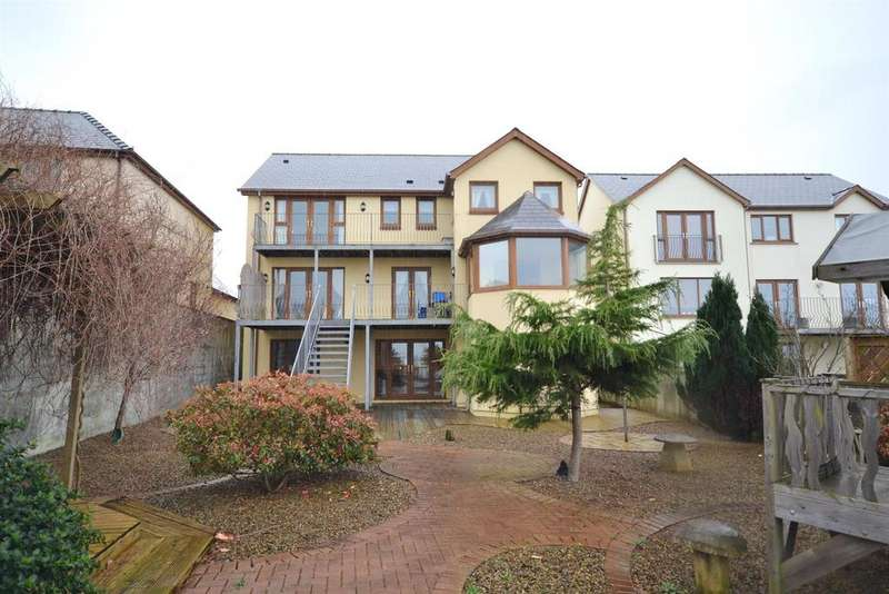 5 Bedrooms Detached House for sale in Ocean Way, Pennar Park, Pennar, Pembroke Dock