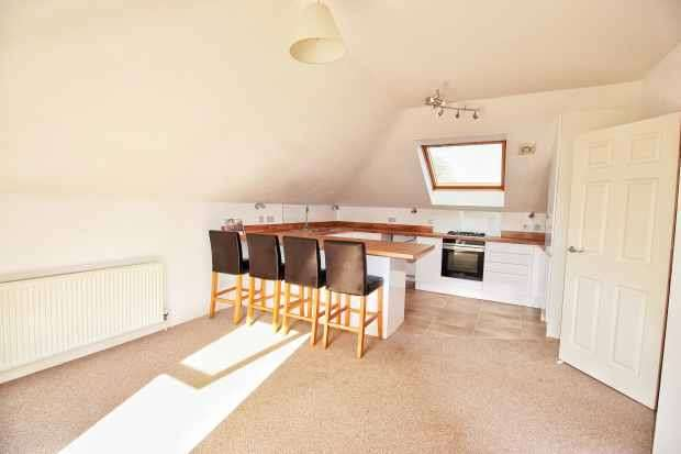 2 Bedrooms Flat for sale in East Lodge, Norwich, Norfolk, NR7 0BW