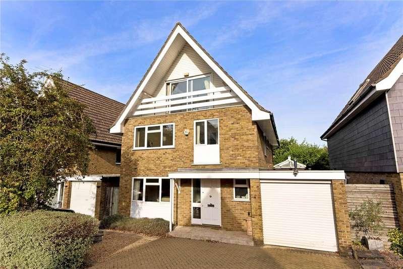 5 Bedrooms Detached House for sale in Fox Close, Weybridge, Surrey, KT13