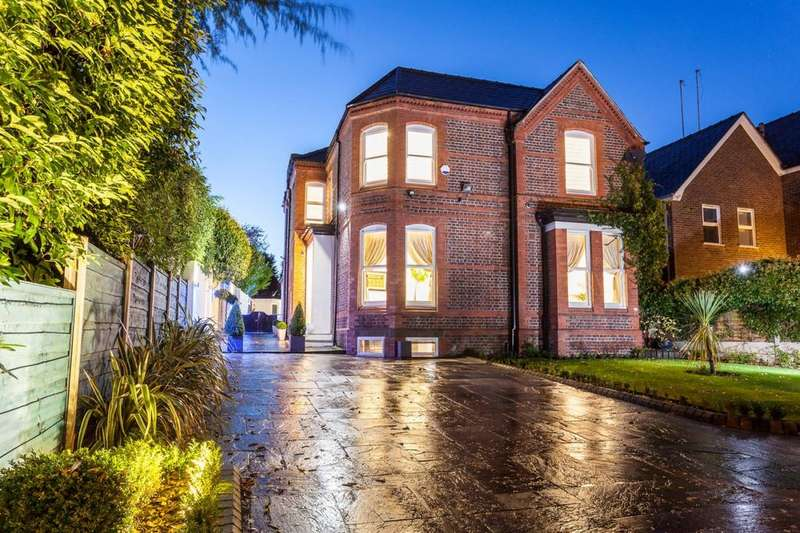 4 Bedrooms Detached House for sale in Ashley Road, Altrincham