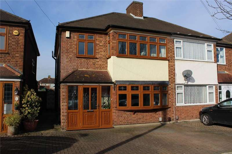 3 Bedrooms Semi Detached House for sale in Saunton Road, Hornchurch, RM12