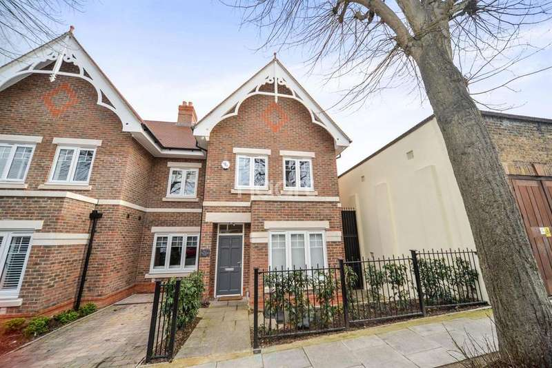 4 Bedrooms Semi Detached House for sale in New Mount Court, Ealing