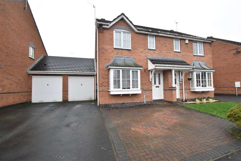 3 Bedrooms Property for sale in Showell Green, Droitwich