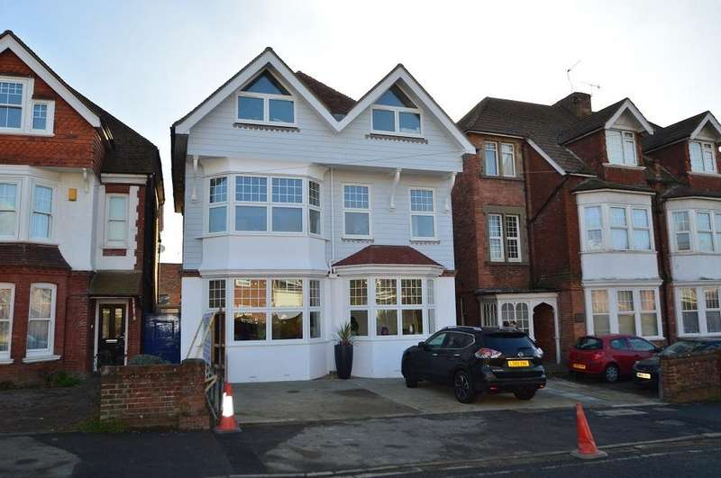 2 Bedrooms Flat for sale in Buckhurst Lodge, Burckhurst Road, Bexhill-on-Sea TN40