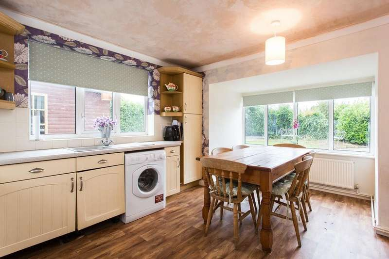 3 Bedrooms Bungalow for sale in Fox Lane, Thorpe Willoughby, Selby