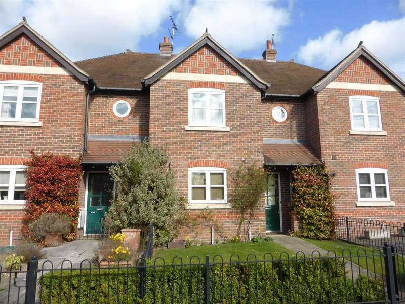 3 Bedrooms Terraced House for sale in Saxon Place, Pangbourne, Reading