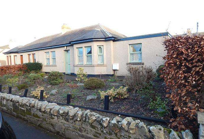 2 Bedrooms Bungalow for sale in 9 Taits Hill, Selkirk, TD7 4LZ