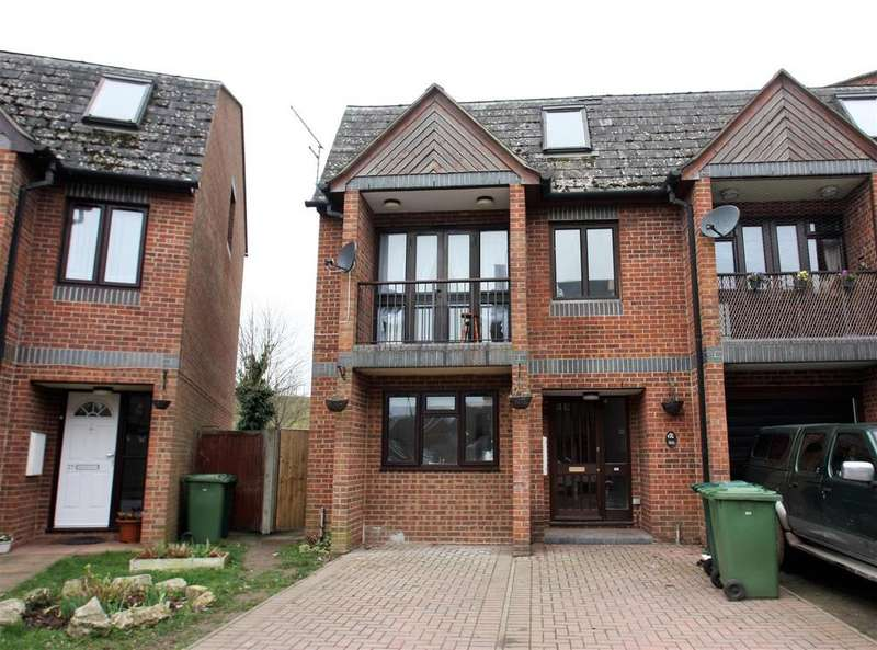 5 Bedrooms End Of Terrace House for sale in Foxglove Close, Stanwell