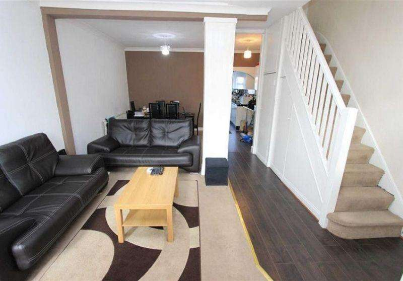 3 Bedrooms Terraced House for sale in Roman Road, Ilford, Essex. IG1