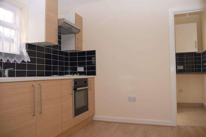 3 Bedrooms Flat for sale in Portway , London, Greater London. E15